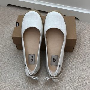 NWT UGG Women's white indah flats/UGG shoes size 6